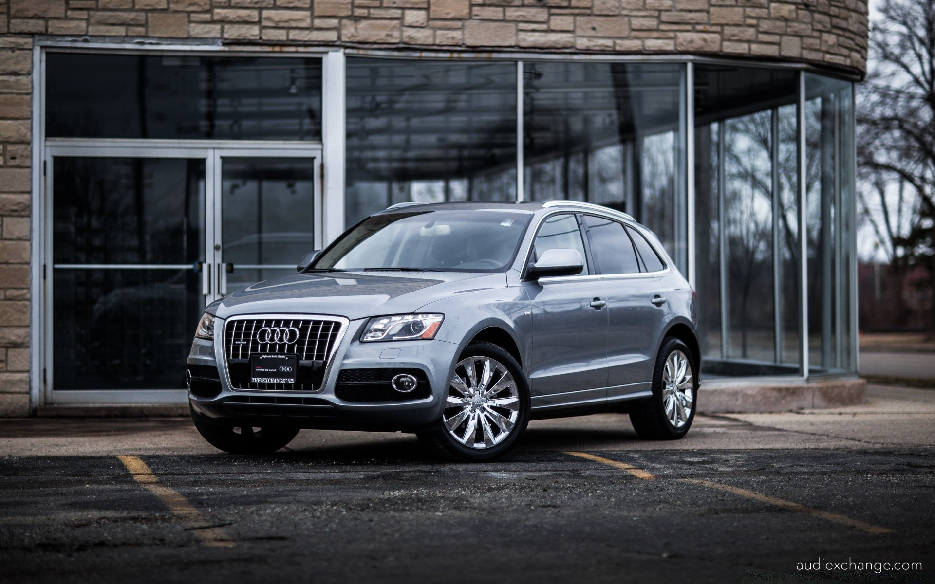 Audi Q5 With Chrome Wheels Phone Wallpapers