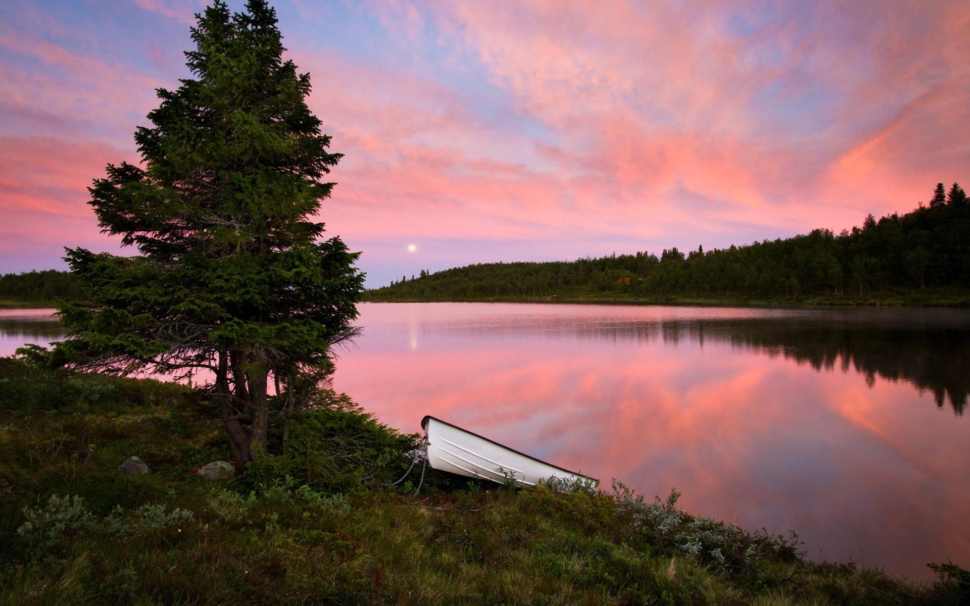 Download wallpaper Sunrise over the lake